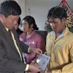 Cao su Chư Păh trao hơn 200 phần quà cho công nhân khó khăn