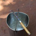 Chiếc thùng và con dao cạo