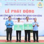 Cao su Lộc Ninh hỗ trợ 922 triệu đồng cho người lao động đầu mùa cạo