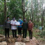 Cao su Sơn La: Tặng khẩu trang cho người lao động