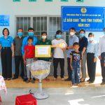 Cao su Kon Tum: Trao 3 căn nhà và biểu dương 27 gia đình công nhân tiêu biểu