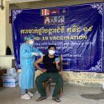 Tiêm vaccine đồng loạt cho người lao động tại các công ty cao su tỉnh Kampong Thom, Campuchia