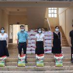 Công đoàn Trường CĐ CN Cao su hỗ trợ gạo ST 25 cho người lao động