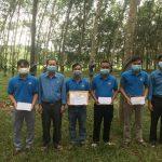 Công đoàn Cao su Sa Thầy khen thưởng 34 tập thể, cá nhân vượt sản lượng tháng 8