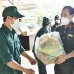 Bộ Chỉ huy quân sự Bà Rịa – Vũng Tàu tặng quà cho người lao động Cao su Bà Rịa