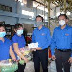 Đoàn Thanh niên VRG tặng túi an sinh, động viên người lao động thi đua nước rút cuối năm