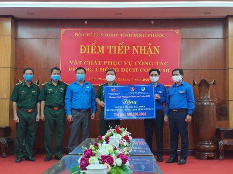 Đoàn đã trao tặng 220 triệu đồng phòng chống dịch cho Bộ Chỉ huy BĐBP Tỉnh Bình Phước