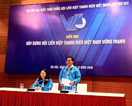 Anh Thái Bảo Tri - UV Đoàn Chủ tịch TW Hội LHTN VN chủ trì diễn đàn tại Đại hội.
