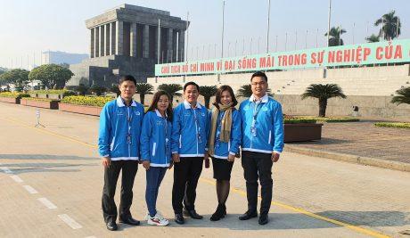 Đoàn đại biểu Hội LHTN VN VRG viếng lăng Bác