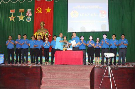 Ký kết phối hợp giữa ĐTN và Công đoàn công ty