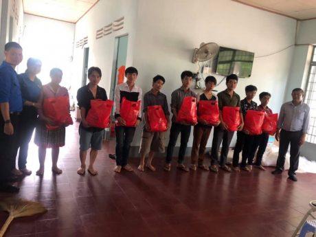 ĐTN TCT thăm và tặng quà cho các gia đình Hà Giang vào làm việc tại NT Thái Hiệp Thành