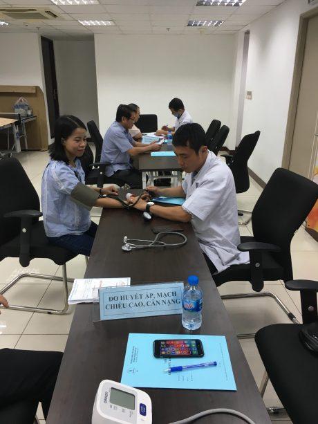 Đội ngũ y bác sĩ đến từ các đơn vị Bệnh viện Y Dược, Gia Định, Từ Dũ tận tình khám chữa bệnh và tư vấn điều trị