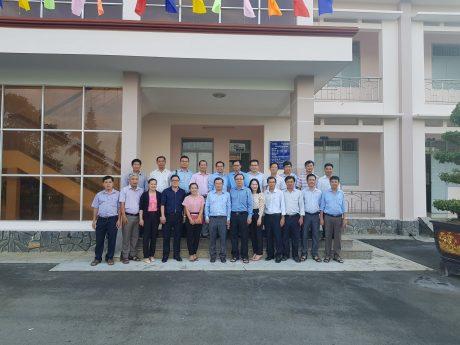 Hội Doanh nhân trẻ VRG chụp ảnh lưu niệm với lãnh đạo, hội viên Cao su Bình Thuận