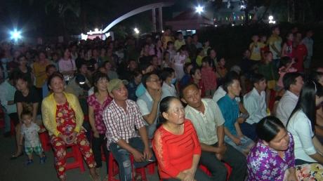 Đông đảo công nhân tham dự đêm hội