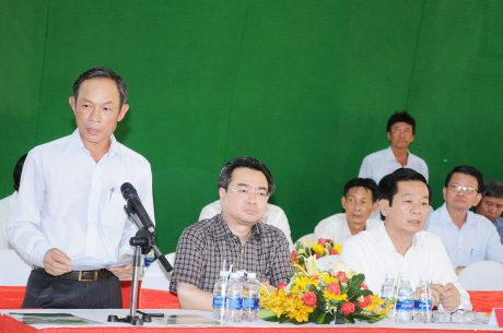 Đồng chí Trần Ngọc Thuận, Bí thư Đảng ủy – Chủ tịch HĐQT VRG báo cáo về tình hình sản xuất kinh doanh của VRG của công ty Gỗ MDF VRG Kiên trướng Tổng bí thư, Chủ tịch nướcGiang