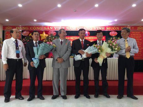 Lãnh đạo VRG tặng hoa chúc mừng ban chấp hành khóa mới