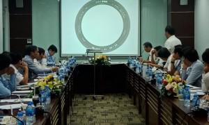 Lốp xe gắn máy thương hiệu VRG được giới thiệu tại cuộc họp ngày 8/5.
