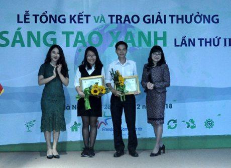 """Hoàng Văn Cảnh - Trưởng nhóm đề tài sản xuất phân hữu cơ vi sinh từ nguồn chất thải, nhận giải nhì giải thưởng """"Sáng tạo xanh"""" lần thứ 2 năm 2018."""