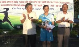 Cầu thủ Siu Một đội SX cao su Xã Gào đạt giải cầu thủ xuất sắc nhất và vua phá lưới.