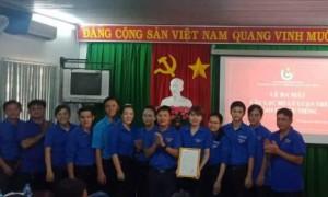 Các thành viên Câu lạc bộ Lý luận trẻ Cao su Dầu Tiếng tại lễ ra mắt ngày 20/6.