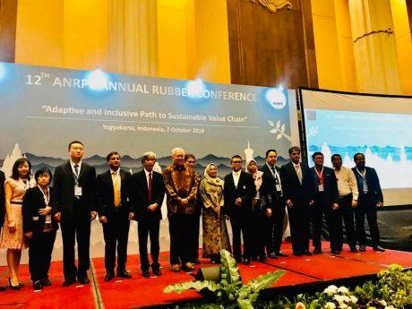 Đại diện các nước thành viên dự hội nghị.