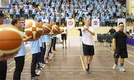 Chuyên gia NBA hướng dẫn cho giáo viên thể dục các trường tham gia đề án