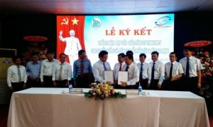 ông Lê Thanh Hưng – Tổng Giám đốc Công ty TNHH  MTV Cao su Dầu Tiếng và ông Nguyễn Hữu Hạnh – TGĐ Cty CP Tập đoàn Gia định ký kết thỏa thuận hợp tác