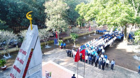 Lễ dâng hương tại tượng đài Phú Riềng Đỏ kỷ niệm 89 năm truyền thống ngành cao su, năm 2018.