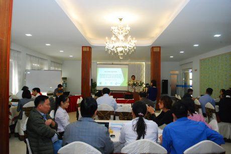 Các đại biểu về tham dự hội thảo