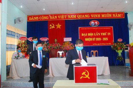 Đoàn chủ tịch tiến hành bầu BCH nhiệm kỳ mới