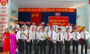Lãnh đạo huyện ủy Ia H'drai và Cao su Mang Yang chúc mừng đoàn đại biểu công ty đi dự Đại hội cấp trên