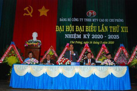 Đoàn chủ tịch đièu hành đại hội