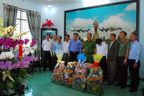 Đoàn công tác chúc tết Công an tỉnh Gia Lai