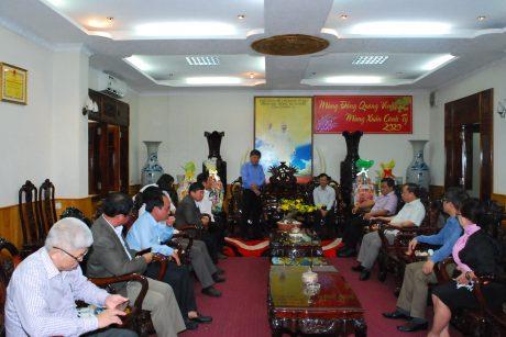 Ông Trần Công Kha - Phó TGĐ VRG chúc tết lãnh đạo Tỉnh ủy Gia Lai