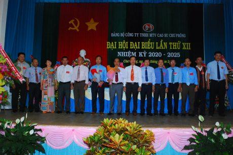 Đoàn đại biểu đi dự đại hội cấp trên ra mắt và nhận nhiệm vụ