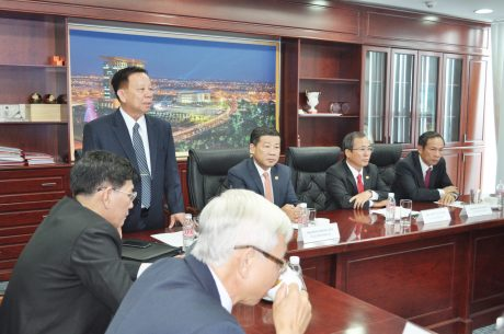 Ông Nguyễn Văn Hùng  (đứng) – Chủ tịch HĐQT Becamex IDC  phát biểu tại buổi lễ