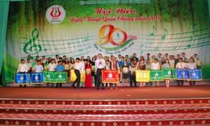 Phó TGĐ VRG Nguyễn Tiến Đức trao giải nhất toàn đoàn cho  Cao su Chư Păh