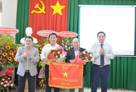 Công ty được nhận cờ thi đua xuất sắc của Tập đoàn