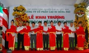 Lãnh đạo Công ty CP Đồng Phú và Dorufoam cắt băng khai trương Showroom thứ 6