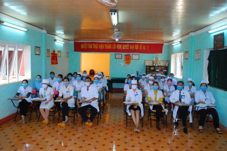 Các y bác sỹ đều được trang bị kiến thức và cách phòng chống dịch bệnh