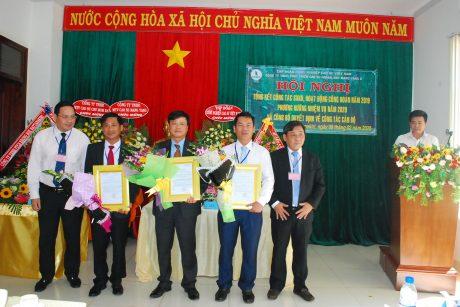 Lãnh đạo VRG và Cao su Mang Yang Trao quyết định điều động, bổ nhiệm cho các cá nhân