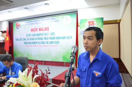 Đ/c Hồ Minh Hiếu – Bí thư ĐTN Công ty CP Cao su Việt Lào thảo luận tại hội nghị