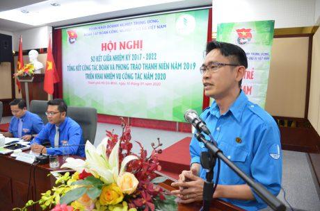 Đ/c Phạm Quốc Huy – Bí thư ĐTN Công ty TNHH MTV Cao su Phú Riềng thảo luận tại hội nghị