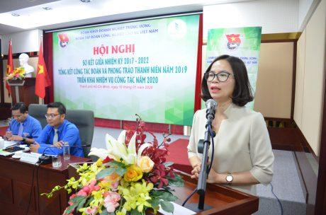 Đ/c Hoàng Thị Minh Thu - Phó Bí thư Thường trực, Chủ nhiệm Ủy ban Kiểm tra Đoàn Khối DNTW phát biểu tại hội nghị