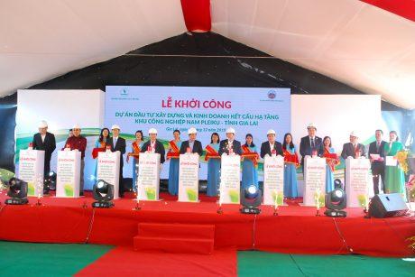 Lãnh đạo tỉnh Gia Lai, huyện Chư Sê, VRG và công ty Chư Sê thực hiện nghi thức động thổ