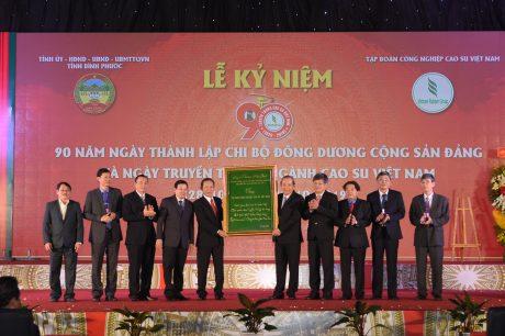 Phó Thủ tướng thường trực Trương Hoà Bình tặng 4 câu thơ cho CB.CNVC - LĐ VRG