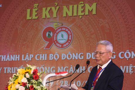 Trong không khí trang trọng của buổi lễ, ông Trần Ngọc Thành - Nguyên CTHĐQT TCT Cao su Việt Nam đã thay mặt các ông/bà nguyên lãnh đạo ngành cao su qua các thời kỳ phát biểu cảm xúc