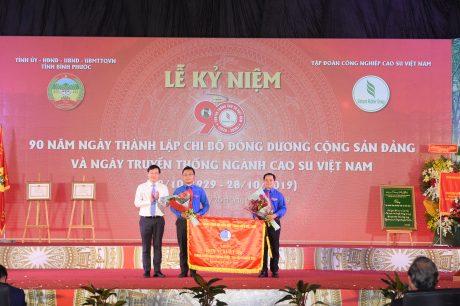 Hội LHTN VN VRG nhận Cờ thi đua xuất sắc của TW Hội LHTN VN vì đã có thành tích  xuất sắc trong triển khai phong trào Tôi yêu tổ quốc tôi, nhiệm kỳ 2014 - 2019.