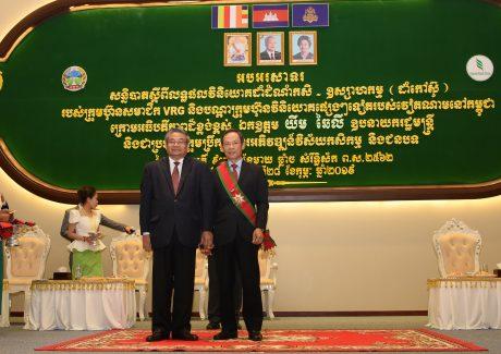 Lãnh đạo VRG được nhận Huân chương cao quý của Chính phủ Hoàng gia Campuchia