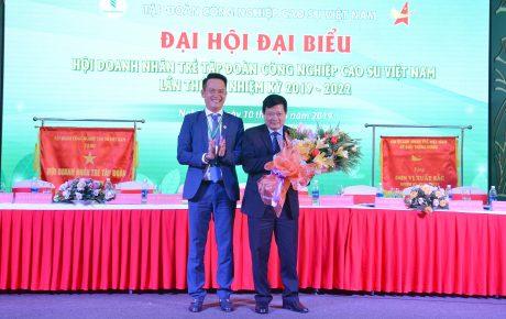 Ủy ban TW hội DNT Việt Nam tặng kỷ niệm chương vì sự phát triển phong trào DNT Việt Nam cho TGĐ VRG Huỳnh Văn Bảo